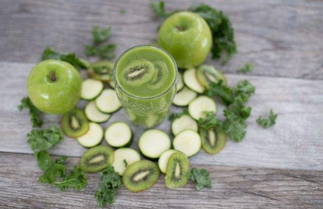 Kiwi, Zucchini and Apple Smoothie