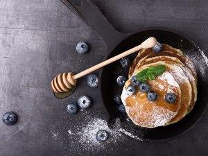 Messthetics. Blueberry pancakes, healthy brunch