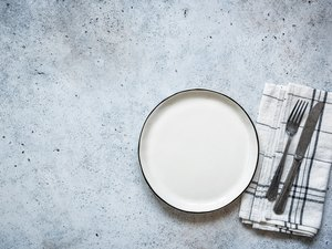 An empty plate as an example of skipping dinner to lose weight