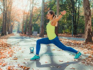 Woman doing HIIT workout in the park.