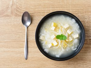 Rice soup with mung bean sprouts and tofu