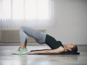 woman doing glute bridge for stronger gluteus maximus muscles