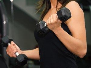 Young woman lifting dumbbells