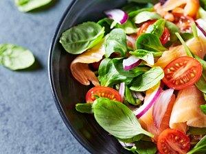 Leaf vegetable salad with smoked salmon