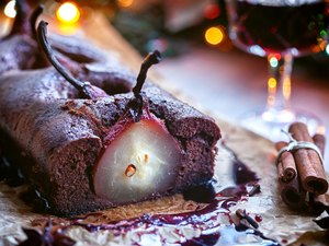 Pear chocolate cake with mulled wine glaze