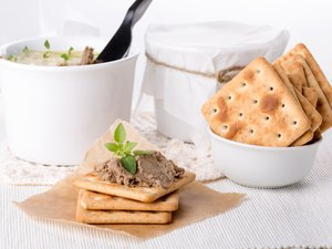 Liver pate with crackers
