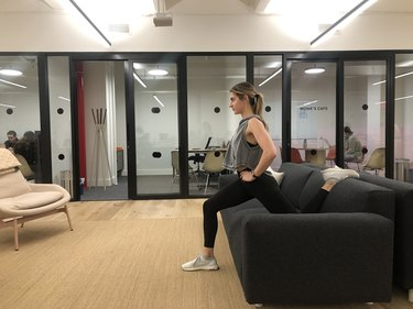 proper form for a couch stretch exercise