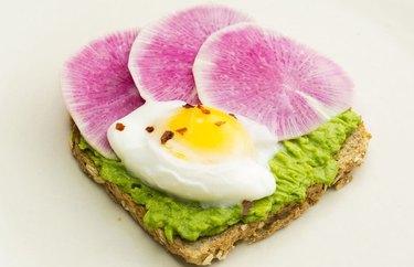 Easy Poached Egg Avocado Toast metabolism boosting breakfasts