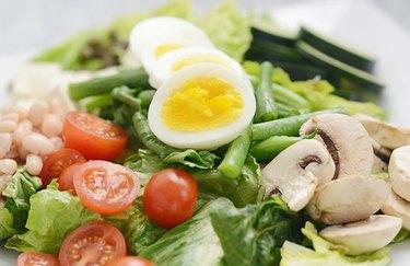 Asparagus and white bean dinner salad