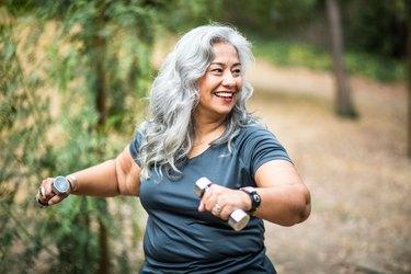 woman exercising weight loss sagging skin