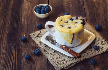No-Flour Blueberry and Oatmeal 3-Minute Microwave Muffin blueberry breakfast recipes