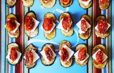 Zucchini Chips With Feta and Cherry Tomatoes recipes