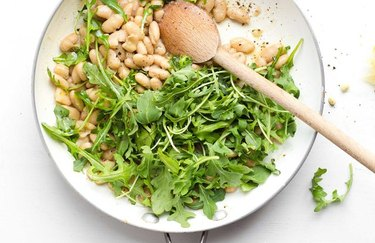 Omega 3 white beans and arugala salad