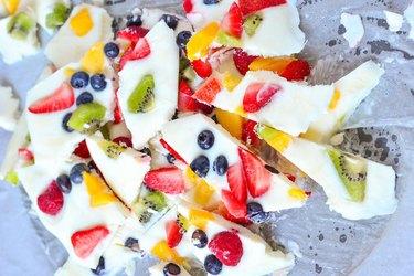 healthy frozen yogurt fruit bark