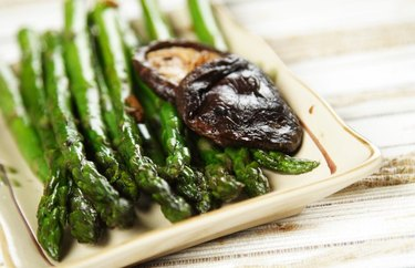 Asparagus, shiitake and tempeh stir-fry probiotic recipe.