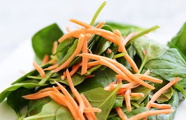 Spinach and carrot salad recipe for keto diet