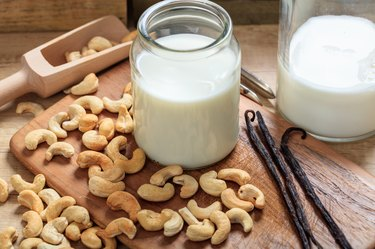 Vegan milk from cashews