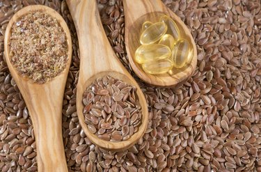 Flax seeds and oil in capsules - Linum usitatissimum