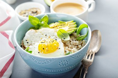 Savory oatmeal with egg and avocado, as an example of a low acid breakfast