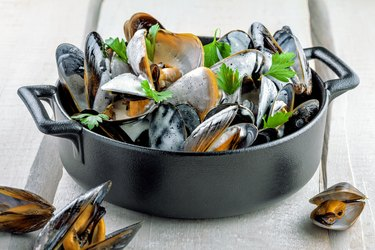 Mussels in white cream sauce