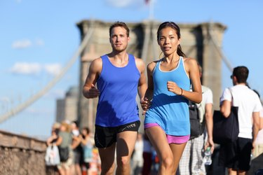 City running couple on Brooklyn bridge