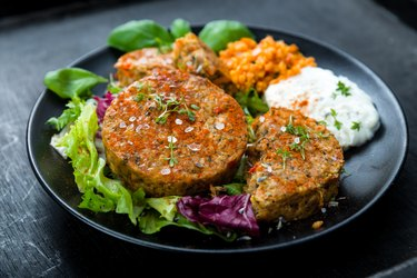 Low-calorie bean burgers with side salad