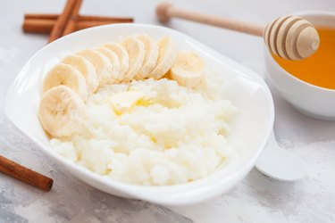 Rice porridge with butter, honey, banana and cinnamon