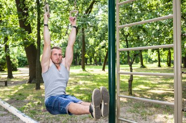 How to Do Hanging Leg Lifts at Home With No Equipment