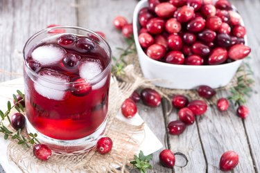 Fresh Cranberry Juice and Cranberries in a bowl