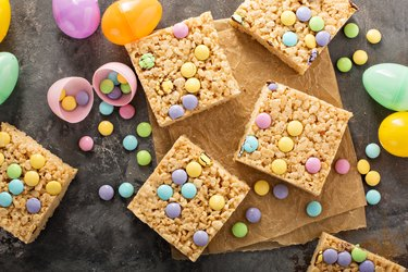 Rice krispies treats with candy