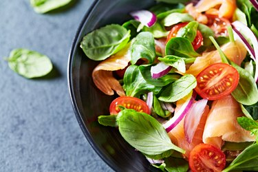 Leaf vegetable salad with smoked salmon