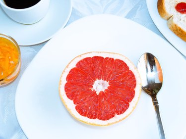 Scarsdale diet breakfast of half a grapefruit, toast and black coffee