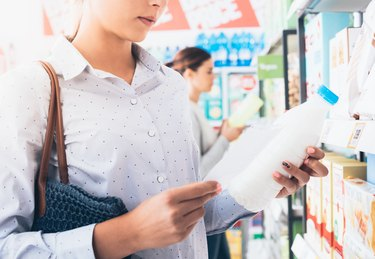 new nutrition label  how to read a nutrition label women shopping at the supermarket