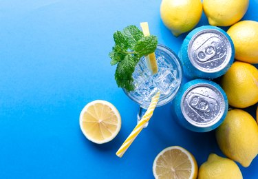Soda drink with lemon and aluminium cans