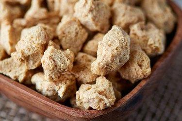 Raw soya chunks