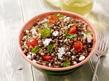Vitamin b-rich lentils with bulgur, spinach and feta