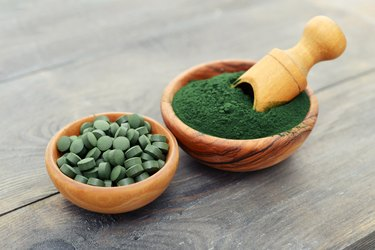 Spirulina powder and tablets