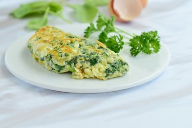 Egg white omelette with spinach, garlic, alfalfa sprout and parsley