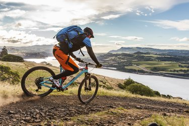 Mountain bikers ride along Columbia River.