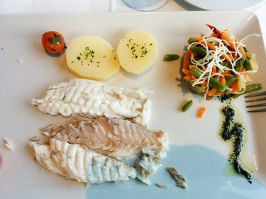 Grilled red snapper with vegetables