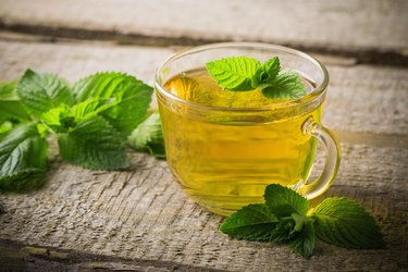 cups of mint tea with peppermint leaves