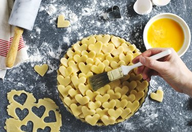Making an apple pie from flaky pastry dough