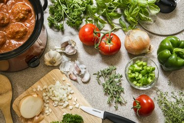Preparing dinner by knowing how to use a crock pot
