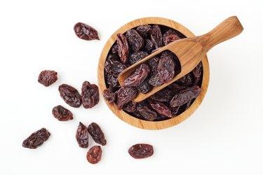 Raisins in wooden bowl