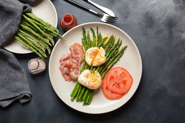 Benedict poached eggs with bacon