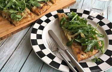 Baby Arugula, Fig Jam & Caramelized Onion Pizza Healthy Pizza Recipes