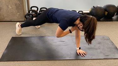 Move 4: Plank Shoulder Tap
