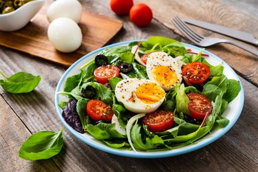 low-carb vegetarian spinach salad with hard-boiled egg and tomato