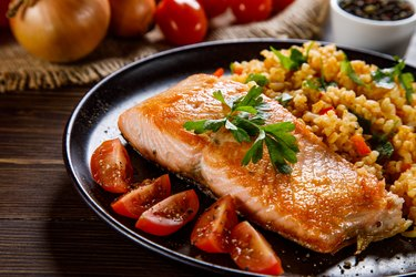 Grilled salmon with tomatoes as an example of skin food for eczema