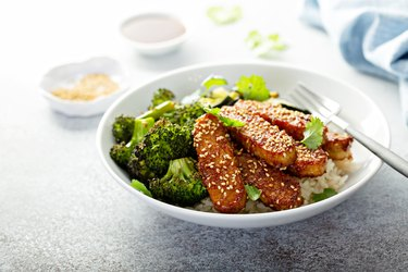 Vitamin B12-rich tempeh with rice and vegetables in bowl